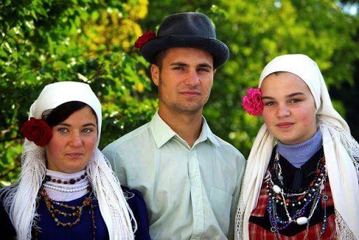 Türkiye'de kaç dil var? sorusunun yanıtlarından biri olan Gagavuzlar'ın konuşucularını temsilen