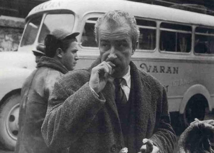 Orhan Kemal'in karizmatik bir fotoğrafı.