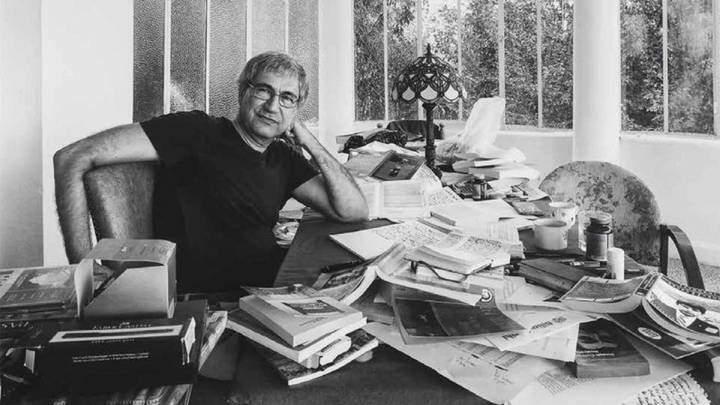 Orhan Pamuk roman çalışmalarına gömülmüşken.