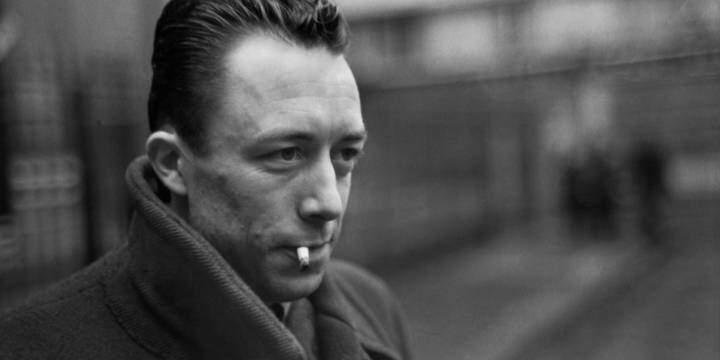 Albert Camus'nun karizmatik bir fotoğrafı.